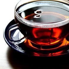 Quem possui problemas cardíacos ou digestivos deve restringir o uso do chá - Stock Photos, Divulgação