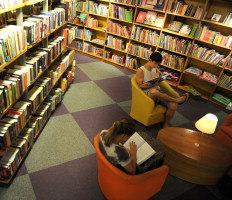 Livrarias brasileiras investem em espaços mais convidativos com poltronas e cafés-Fernando Gomes