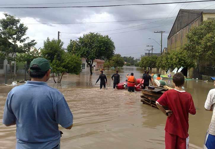 Ruas ficaram completamente alagadas em São Lourenço:imagem 15
