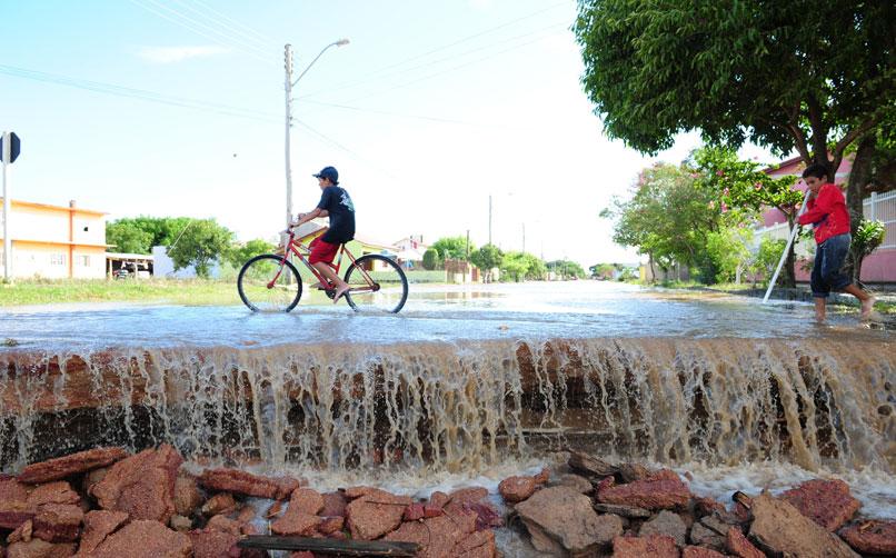 A enxurrada alagou mais de oito bairros em São Lourenço do Sul. Diversas residências foram destruídas, além de ruas, estradas e pontes danificadas:imagem 4