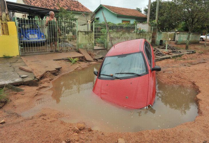 Enxurrada arrastou carro em São Lourenço do Sul:imagem 1