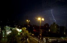Chuva veio acompanhada de raios esta noite em Porto Alegre - Mauro Vieira / Agencia RBS