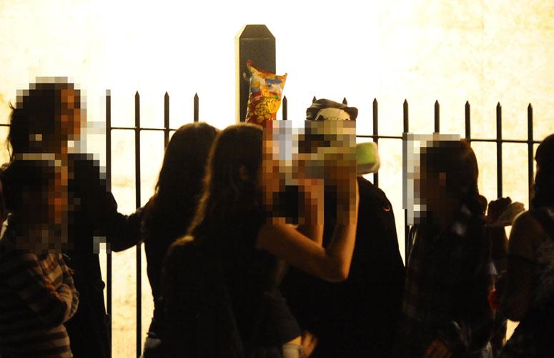 A tradicional rua da Capital, a Lima e Silva, se transforma aos domingos em território sem lei para jovens que ignoram as normas de convívio e infernizam moradores:imagem 2
