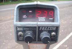Radar portátil flagrou moto a 239km/h-Polícia Rodoviária Federal, Divulgação