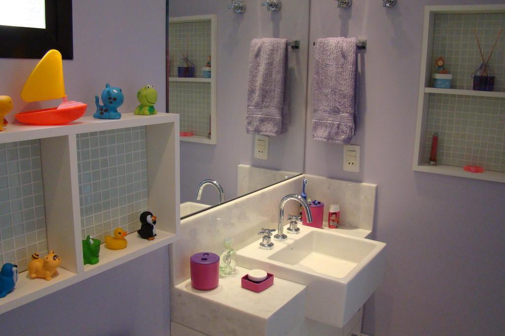 Confira dicas para ter um banheiro funcional e charmoso em casa  Casa&Cia -> Nicho Para Banheiro Em Acrilico