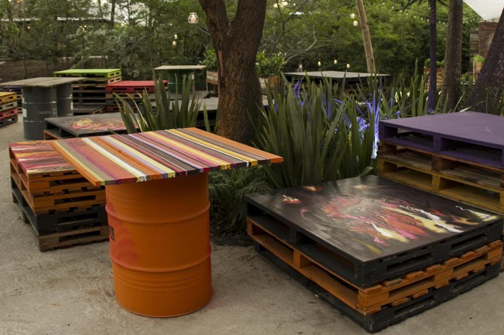 Seguindo tend ncia em ru nas bar investe em for Mobiliario rustico para bares