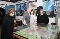 Presidente (D) e a ministra Dilma Rousseff (E) fizeram uma r�pida passagem pela exposi��o do Museu do Charque�-�Nauro J�nior