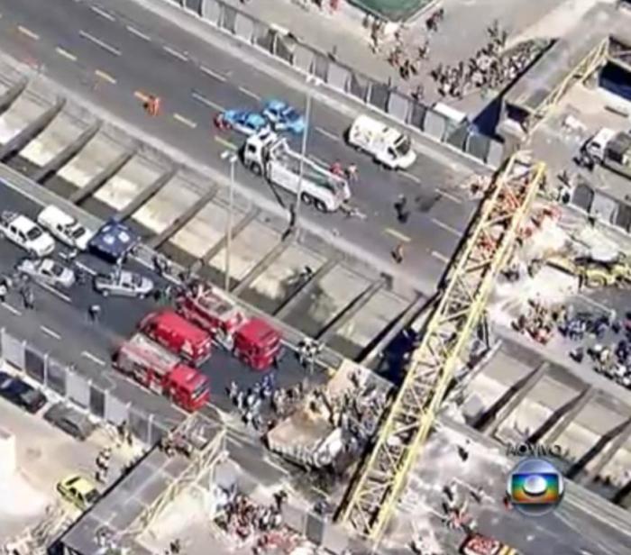 a22f236e80 Passarela de pedestres cai no Rio de Janeiro e quatro pessoas morrem ...